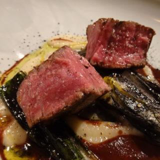 アルトロ!の米沢牛フィレ肉のグリル 菊芋のピューレと下仁田ネギ赤ワインソース