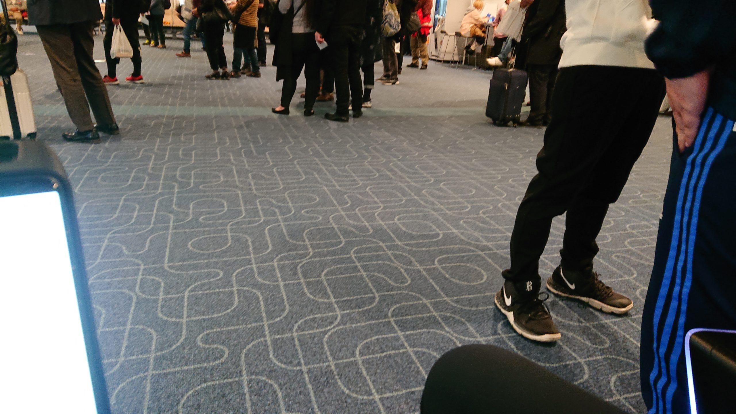 羽田空港第1ターミナル内の自動運転パーソナルモビリティで3ゲートに着いたところ