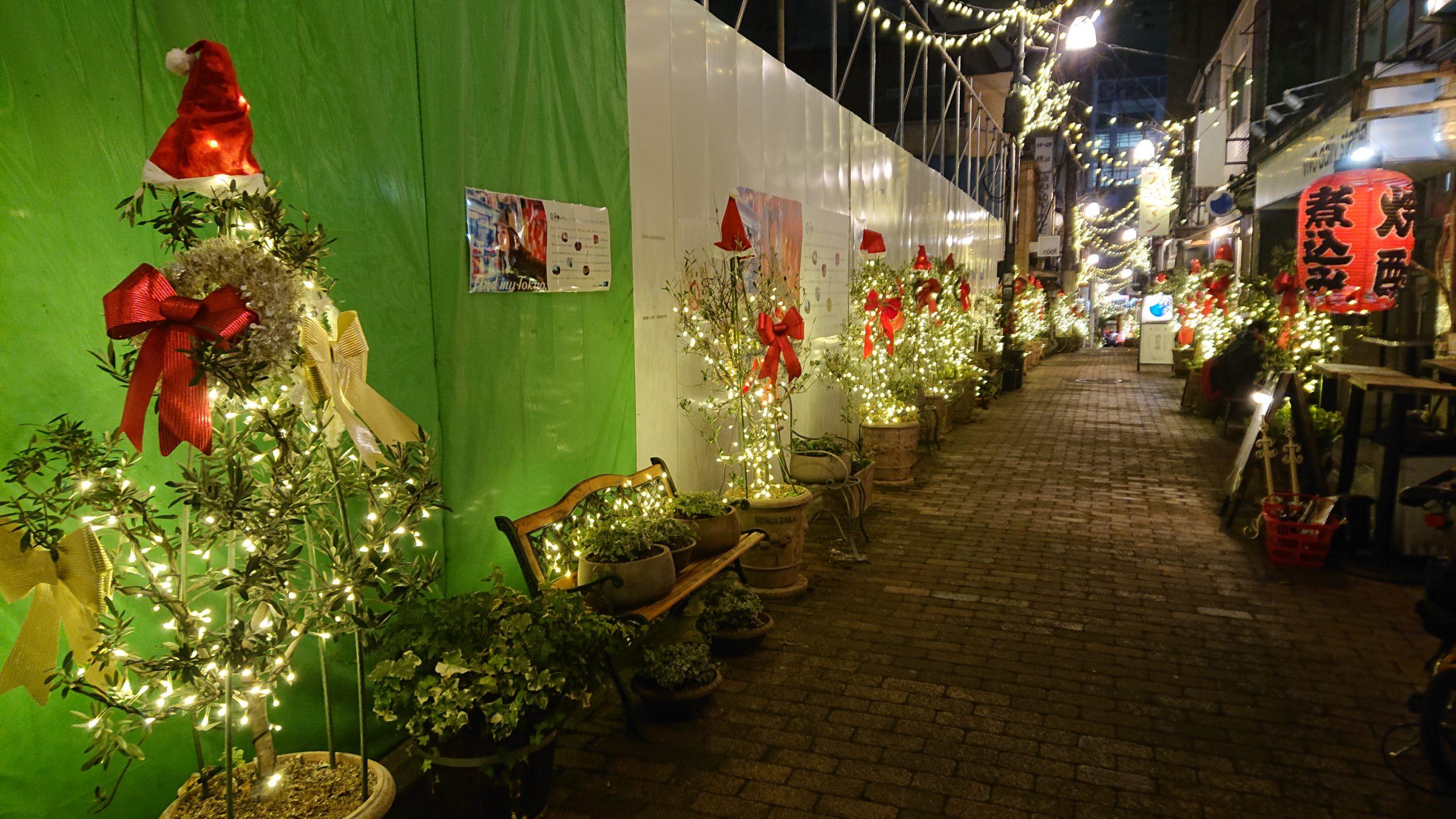 中野レンガ坂商店街のクリスマスツリー