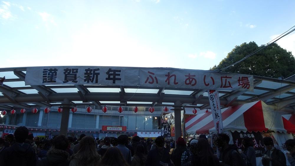 明治神宮初詣の例年のふれあい広場の混雑