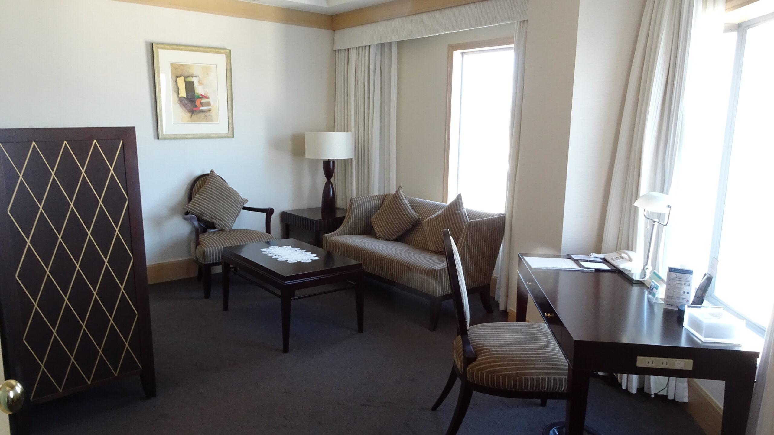 JRホテルクレメント高松のクラウンスイートのリビングルーム
