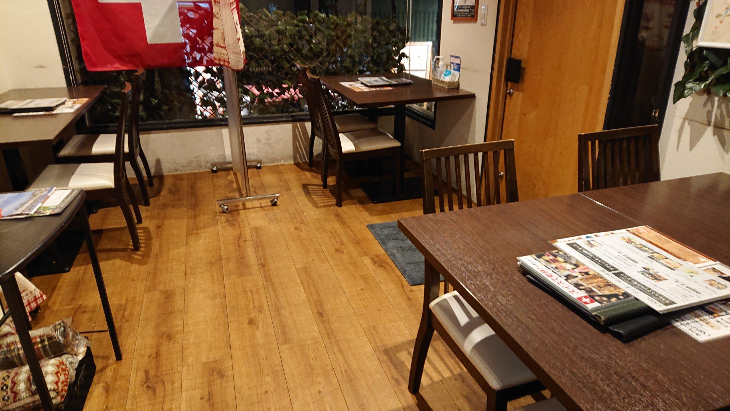 湯島天神横のラクレットグリル、スイス料理とスイスワインのお店の店内