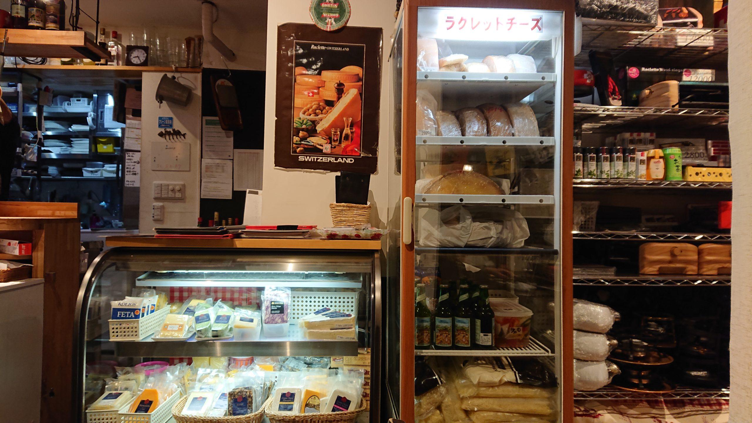 湯島天神横のラクレットグリル、スイス料理とスイスワインのお店のショーケース