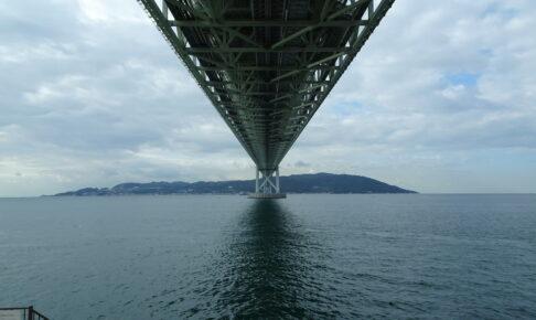 舞子海上プロムナードから見上げる明石大橋