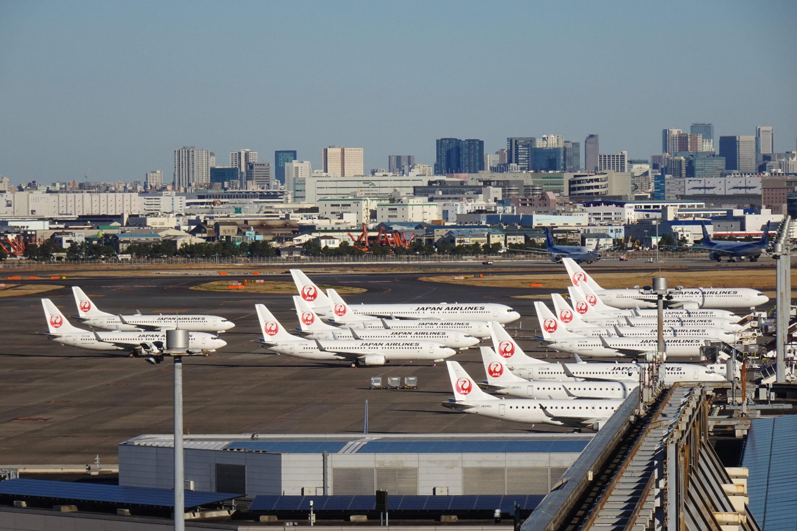 羽田空港第1ターミナルの展望台から見る駐機場