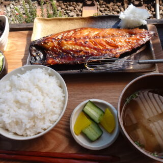稲村ケ崎にあるヨリドコロのさばみりん定食