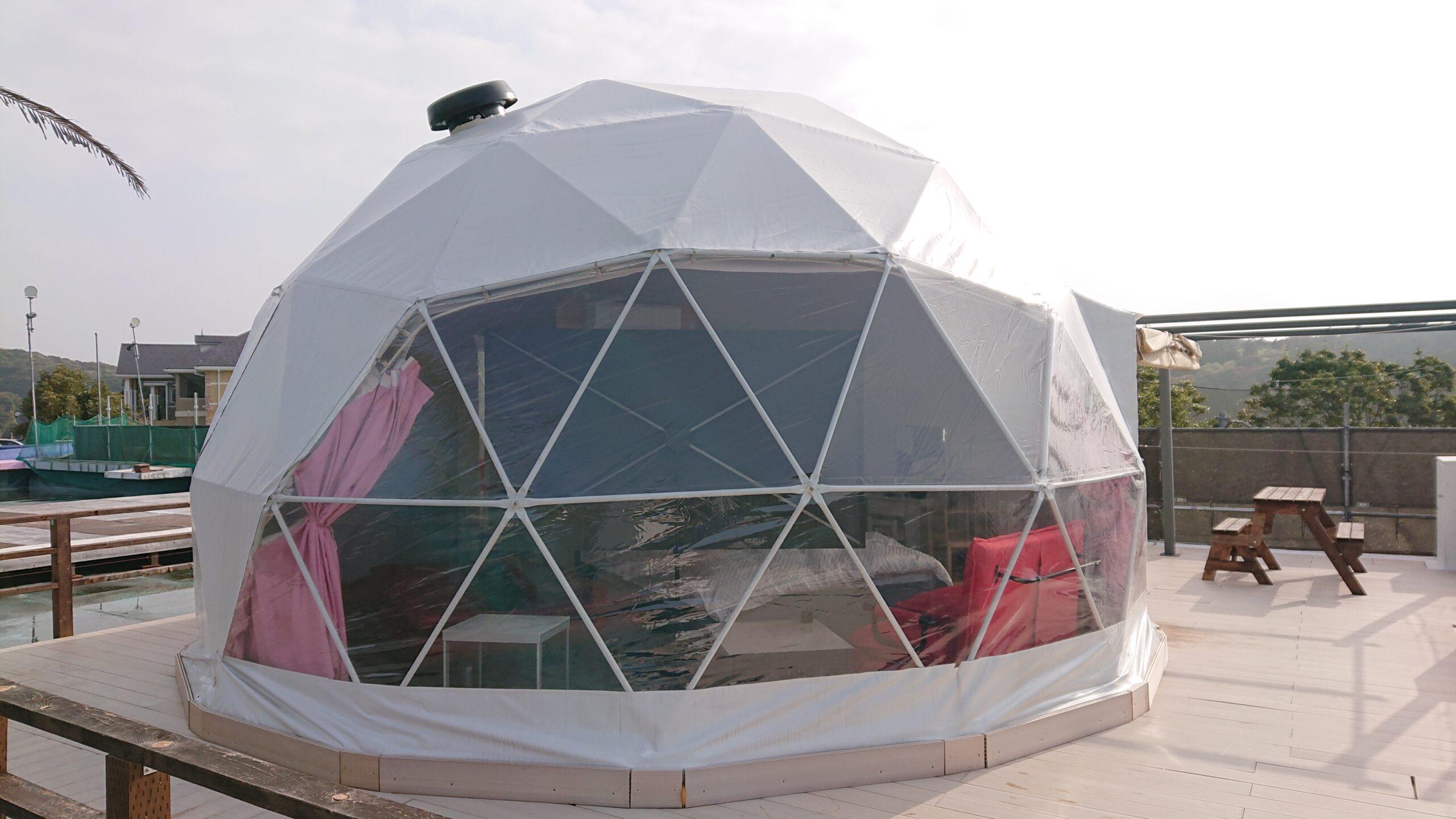 キャメルゴルフ&ホテルリゾートのドームテントグランピングの外観