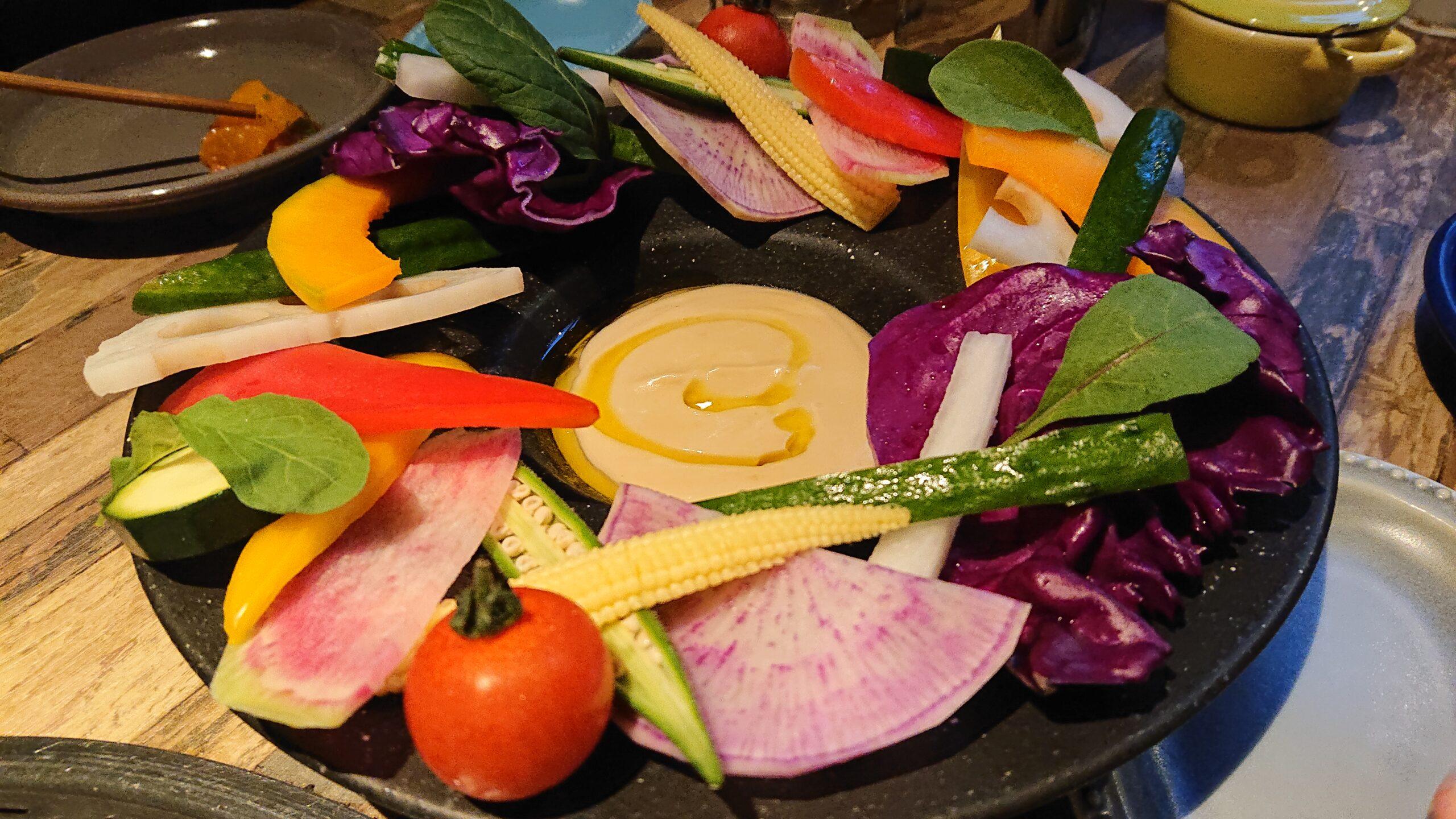 マンツォヴィーノ(MANZOVINO)で有機野菜のバーニャカウダをいただきます。