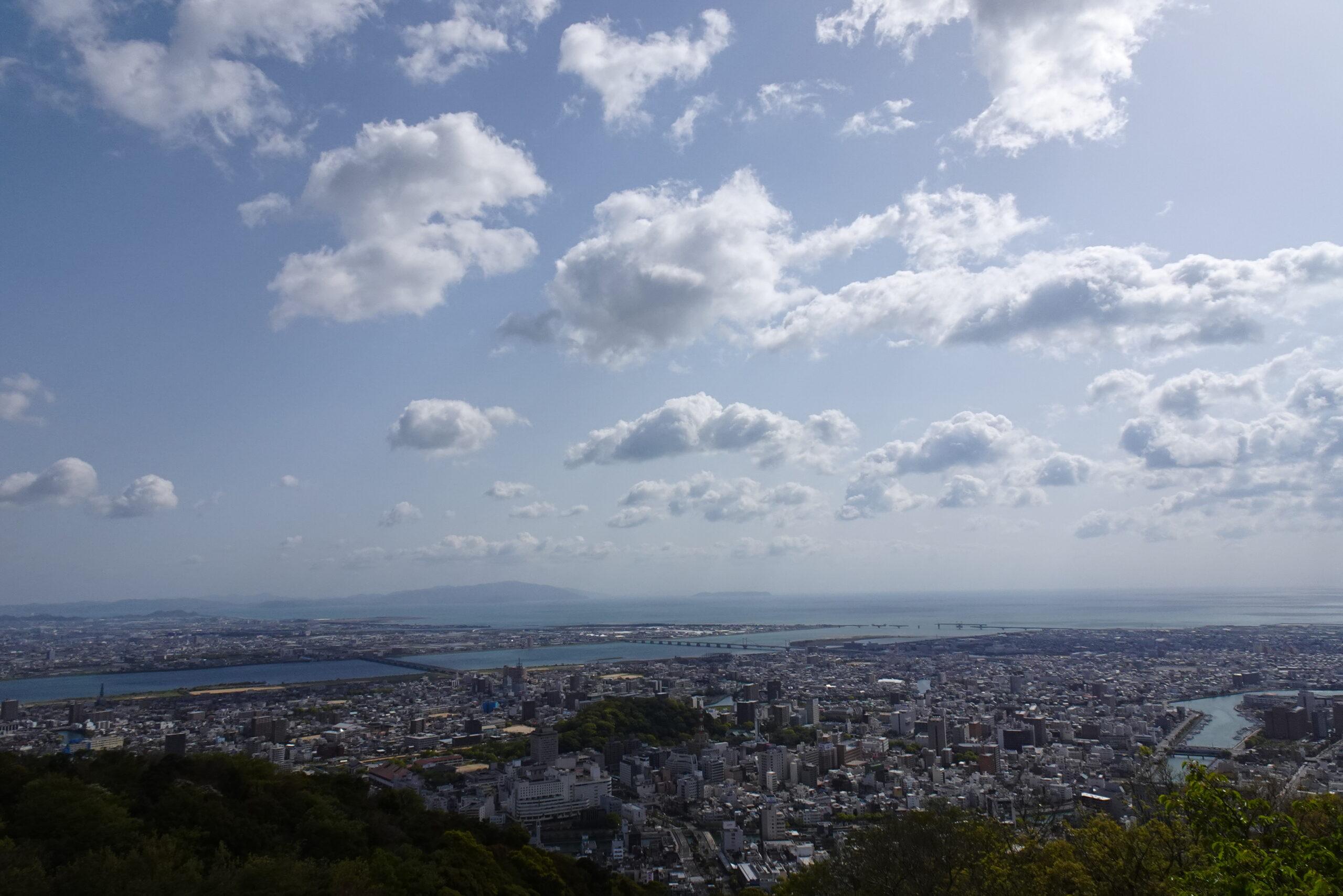 眉山山頂から徳島市街を一望