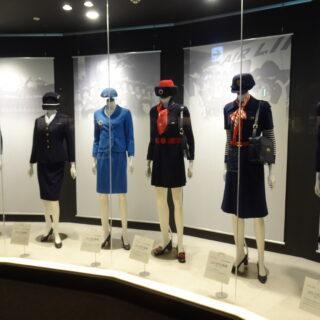 新千歳空港にあるエアポートヒストリーミュージアムにあるJALの歴代の制服