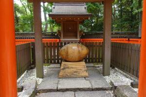 日本ラグビー第一蹴の地がある雑太社のラグビーボール