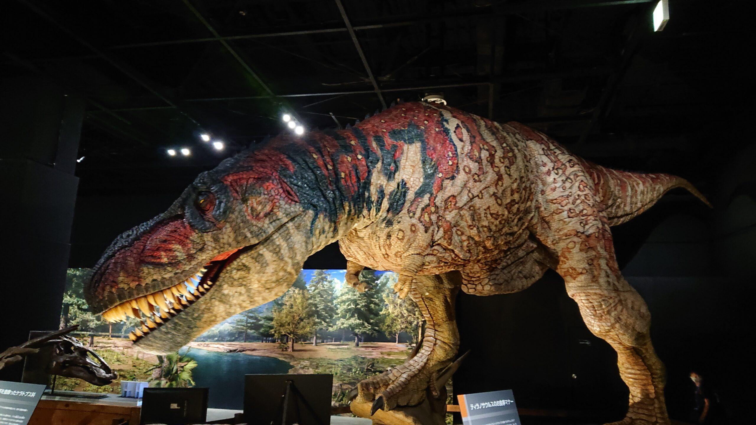 東京ドームシティで開催されている恐竜展2021のティラノサウルスのロボット