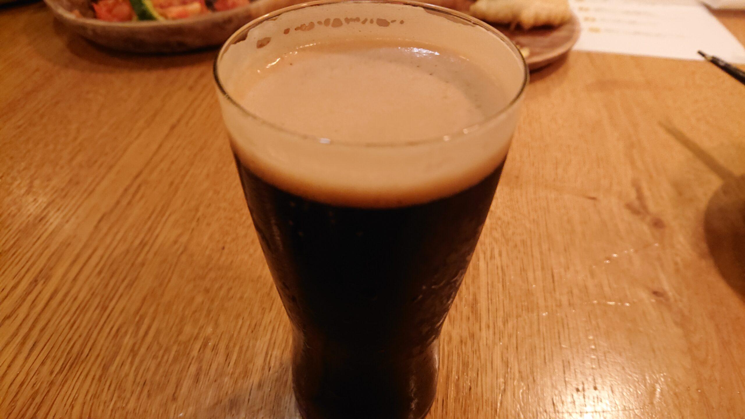 YONAYONABEERWORKS新宿東口店の黒ビール