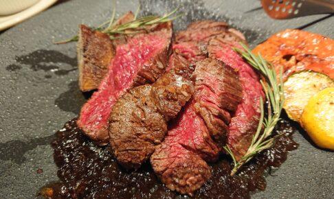 eightdaysdining(エイトデイズダイニング)の牛ハラミのステーキ焦がしオニオンソース
