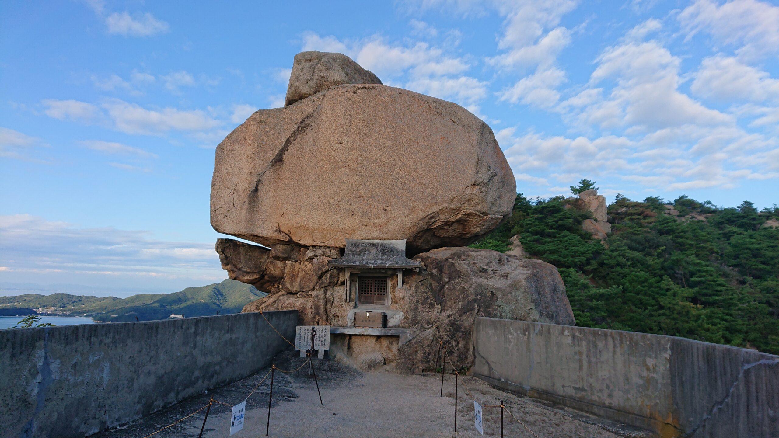小豆島のパワースポットの重岩